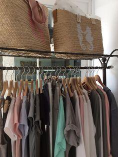 Tienda de capazos ropa y complementos en la costa brava,todo fabricacion propia . Materiales naturales,girros cestos capazos y bisuteria hechos a mano.