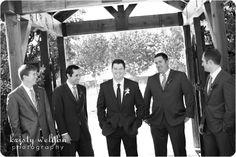 candid_groomsmen_photos