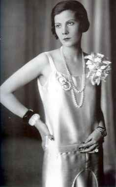 Princess Natalia Pavlona Paley (born Countess Natalia Pavlovna von Hohenfelsen) was December 1905 to the Romanov family of Russian royalty. Natalia lived in both France and the United States after the Russian revolution. She died in New York City, Dece 20s Fashion, Art Deco Fashion, Fashion History, Vintage Fashion, Flapper Fashion, Belle Epoque, The Great Gatsby, Roaring Twenties, The Twenties