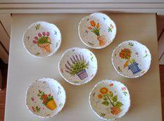 Böyle çerezlikler vardı evde. Seramik, altı adet küçük tabak. Bu halleri ile hiç kullanmamıştım. Ama artık yeni halleriyle kullanırım:)...