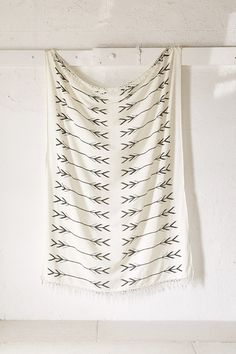 4040 Locust Black + White Arrows Tapestry - Urban Outfitters
