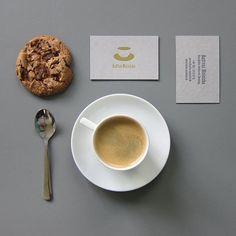 Für Glühwein ist es irgendwie zu warm, aber Kaffee geht immer! - Edle Folienprägung für www.kaffee-meinicke.de mit Design von www.ninafleck.de #letterpress #letterjazz #printstudio #businesscard #letterpresslove #handmadedesign #printmaking #coffeelover #coffeeandcookies #businesscarddesign #goldfoilprint #goldfoiled #ruhrgebiet #coffeeoftheday