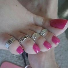 LOVE toe rings on ALL toes. Nice Toes, Pretty Toes, Pink Pedicure, Toe Polish, Painted Toes, Beautiful Toes, Foot Toe, Sexy Toes, Female Feet