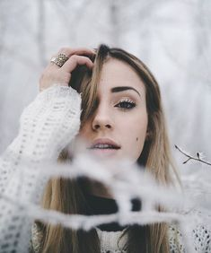 Picture poses, photography tips, winter photography, portrait photography, Snow Photography, Holiday Photography, Portrait Photography Poses, Photography Poses Women, Portrait Poses, Amazing Photography, Photography Ideas For Teens, Night Portrait, Photography Lighting