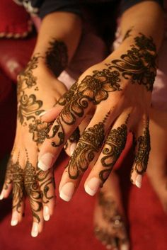 henna (mehndi) /arabic tattoo so elegant & beautiful