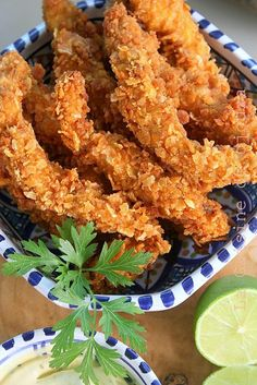 Aiguillettes de poulet tandoori panées Recipe of marinated chicken fingers flavored with tandoori spices then breaded with crumbled corn flakes. Marinated Chicken, Tandoori Chicken, Breaded Chicken, Healthy Eating Tips, Healthy Recipes, Mauritian Food, A Food, Food And Drink, Chicken Zucchini