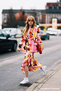 Discover the latest causal spring work outfits you can actually wear to the office with the help of our easy assembly guide. Next Fashion, Work Fashion, Fashion Outfits, Fashion Design, Fashion Trends, Latest Fashion, Aw18 Fashion, Fashion 2018, Fashion History