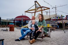 Bekijk meer mooie familie foto's op mijn pinterest bord 'familie fotografie inspiratie' of door te klikken op de foto naar mijn website. Amsterdam, Fair Grounds, Website, Travel, Viajes, Traveling, Trips, Tourism