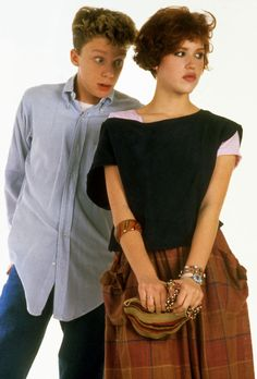 """""""Sixteen Candles"""" written directed by John Hughes/ starring Anthony Michael Hall Molly Ringwald Looks Style, Looks Cool, Anthony Michael Hall, Molly Ringwald, Sixteen Candles, Teen Movies, Indie Movies, The Breakfast Club, Film Serie"""