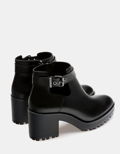 At Stradivarius you'll find 1 Cut-out track ankle boots for woman for just 2990 Serbia . Visit now to discover this and more BOOTS AND ANKLE BOOTS.