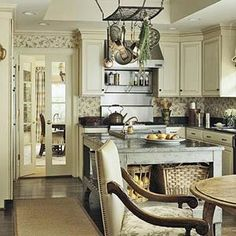 Beautiful neutrals in this kitchen!!!!!!