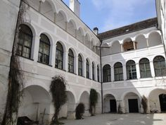 Innenhof Mansions, House Styles, Home, Decor, Indoor Courtyard, Decoration, Manor Houses, Villas, Ad Home
