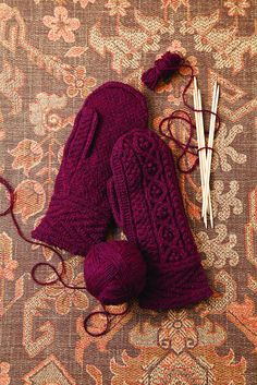 Knit Red Mittens (the Autum Mittens from Vogue Knitting Fall - Jared Flood / BrooklynTweed Red Mittens, Knit Mittens, Knitted Gloves, Knitting Socks, Brooklyn Tweed, Vogue Knitting, Knitting Projects, Knitting Patterns, Fingerless Mitts