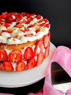 Cake with strawberries! Greek Desserts, Greek Recipes, Strawberry Cakes, Strawberry Recipes, Cake Recipes, Dessert Recipes, Cooking Time, Food To Make, Cheesecake