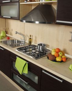 Dale vida a tu cocina con algunos toques de color.