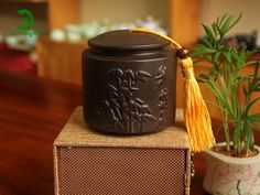 Bình đựng trà - Trà cụ những sản phẩm không thể thiếu với trà nhân được chạm trổ hoa văn độc đáo, tinh xảo chất lượng đảm bảo tại Trà Công Phu 91 Nguyễn Tuân