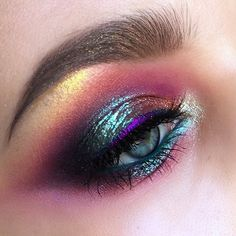 Take Care Of Your Skin With These Simple Steps pretty gasoline effect eye makeup Colorful Eye Makeup, Simple Eye Makeup, Natural Eye Makeup, Eye Makeup Tips, Makeup For Brown Eyes, Cute Makeup, Makeup Goals, Makeup Inspo, Makeup Art