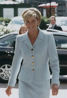 April 15, 1997: Diana visited Royal Brompton Hospital during Annual Cystic Fibrosis Week. She then visited CF patients at the hospital. She was very tanned as she had just returned from Barbuda