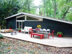 Colorful Midcentury Modern Rancher in Atlanta >> http://www.frontdoor.com/coolhouses/atlanta-based-rancher-showcases-bold-color?soc=pinterest