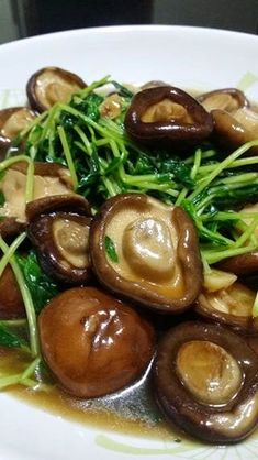 Dou miao with fresh shitake mushrooms by Margaret Goh - chinese - Side Dish Recipes, Vegetable Recipes, Vegetarian Recipes, Cooking Recipes, Healthy Recipes, Chinese Soup Recipes, Asian Recipes, Chinese Mushrooms, Chinese Vegetables