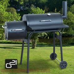 """Značkový gril G21 BBQ small s udiarňou sa dostal medzi najobľúbenejšie a najpredávanejšie záhradné grily na drevené uhlie nielen v Európe, ale aj v USA.Tento veľmi obľúbený záhradný gril s udiarňou , vďaka svojmu tvaru známy tiež pod názvom""""Lokomotíva"""", je ideálny pre grilovanie, údenie, pečenie, pomalé varenie, ale aj udržiavanie teploty.Záhradný gril G21 BBQ small sa stane nielen okrasou vašej terasy alebo záhrady, ale aj nepostrádateľným spoločníkom pre vaše grilovacie párty a s..."""