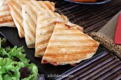 Grilled Cheese Malawach - Only two minutes to prepare and so incredibly tasty. Eggplant Salad, Slice Of Bread, Salad Ingredients, Flan, Diy Food, Kids Meals, Grilling, Appetizers, Tasty
