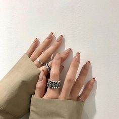 Semi-permanent varnish, false nails, patches: which manicure to choose? - My Nails Minimalist Nails, Minimalist Fashion, Nail Swag, Funky Nails, My Nails, Colored Nail Tips, Nagel Hacks, Nagellack Trends, Fire Nails
