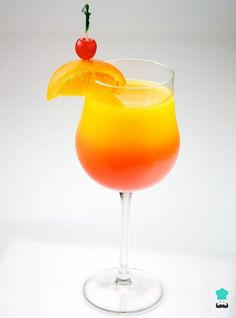 The most popular drinks and how to make them. So you're taking advice from our Tequila Escape article and are looking for a little vacation in a glass? Simple and classic tequila cocktails are . Non Alcoholic Cocktails, Fruity Drinks, Summer Cocktails, Cocktail Drinks, Yummy Drinks, Cocktail Recipes, Cocktail Tequila, Sauza Tequila, Tequila Tasting