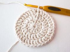 In this tutorial we'll be making a cute set of crochet coasters. The pattern uses US terms and stitches include slip stitch (sl st); and a magic ring. Learn how to make a set in rainbow shades, or an on-trend ombre set. Single Crochet Stitch, Basic Crochet Stitches, Thread Crochet, Crochet Yarn, Knitting Yarn, Free Crochet, Crochet Circles, Crochet Round, Double Crochet