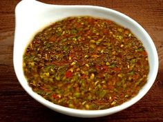 Salsa chimichurri on 1001 Consejos… Mexican Dishes, Mexican Food Recipes, Sauce Recipes, Cooking Recipes, Argentina Food, Argentina Recipes, Bbq Catering, International Recipes, Love Food