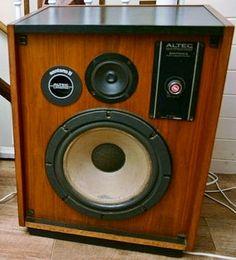 Altec Santana II Audiophile Speakers, Hifi Stereo, Hifi Audio, Audio Speakers, Bookshelf Speaker Stands, Altec Lansing, Horn Speakers, Audio Room, Loudspeaker