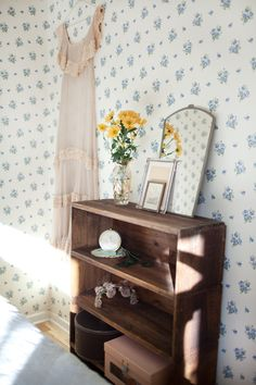 Photo: Jessica Silver Saga, bedroom, style, interior, home, vintage furniture, floral wallpaper, mirror, flowers, shelving