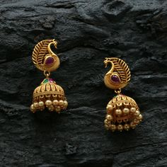peacock antique jhumka with kemp stone and golden pearl beads Jewelry Design Earrings, Gold Jhumka Earrings, Gold Earrings Designs, Antique Earrings, Antique Jewellery, Necklace Designs, Beaded Earrings, Fashion Earrings, Gold Necklace