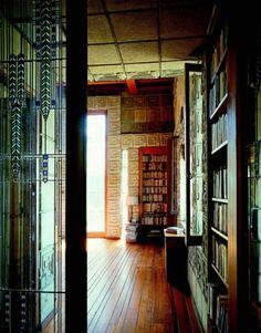 Ennis House designed by Frank Lloyd Wright(1923).