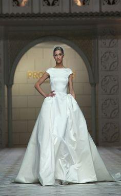 Elegant Wedding Dress, Best Wedding Dresses, Bridal Dresses, Wedding Styles, Wedding Looks, Wedding Bride, Beautiful Gowns, Bridal Style, Pretty Dresses