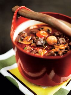 Ihana Burgundinpata :P Sitä parempaa mitä kauemmin pitää uunissa. Chowder Recipes, Soup Recipes, Healthy Recipes, Recipies, Good Food, Yummy Food, Yummy Yummy, Delish, Beef Bourguignon
