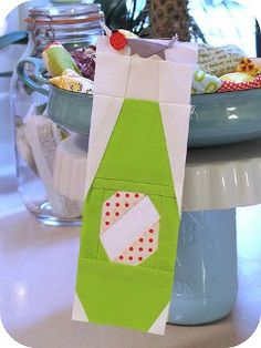 Paper Pieced Pop Bottle #quilt block by Penny Layman from Sewtakeahike.