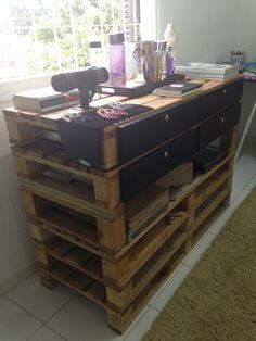 Móvel modular com gaveteiro feito de pallets