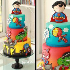 6 Secrets Of How To Bake The Perfect Cupcake - Novelty Birthday Cakes Superman Birthday, Superhero Birthday Cake, Novelty Birthday Cakes, Pastel Avengers, Captain America Cake, Baby Birthday Themes, Avenger Cake, Baby Superhero, Large Cupcake