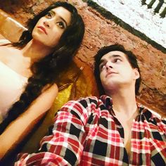 "#humtum ""khaana khaa liyaa..bhaav khaa liyaa..ab toh hi kehne ke liye bhi der hogayi hai...magzine maang lete hai...woh toh already tujhe hi dekhri hogi.....Oh shit nahi dekhri "" Cute Love Couple, Cutest Couple Ever, Girl Couple, Best Couple, Couple Shoot, Kartik And Naira, Love Picture Quotes, Kaira Yrkkh, Sketches Of Love"