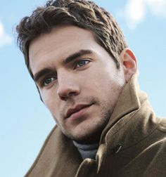 Gorgeous Henry Cavill.