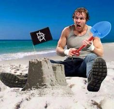 "Lol the ""Lunatic Fringe"" made his own sandcastle... nobody DARES to destroy it<3"