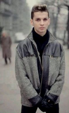Dave Gahan - Depeche Mode - 1980 (only 18 years old) Oh how I adore a young Dave. <3