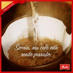 Quem aí abre um sorriso quando sente aquele cheirinho de café feito na hora?