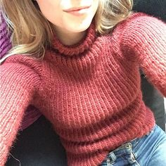 """37 likerklikk, 2 kommentarer – Silje Gulstad (@silgul) på Instagram: """"Ny genser av pinnene, comfyyyyy #morskosegenser #strikking"""""""