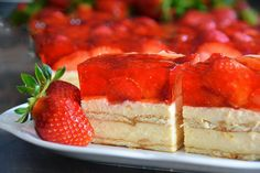 Fantastická pruhovaná torta so smotanovým syrom a kakaom! Czech Desserts, Sweet Recipes, Cake Recipes, Y Recipe, Czech Recipes, Summer Cakes, Cake Bars, Food Cakes, No Bake Cake