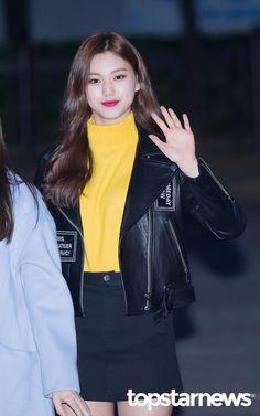 [HD포토] 아이오아이(I.O.I) 김도연 몽환적인 미소 (뮤직뱅크 출근길) #topstarnews