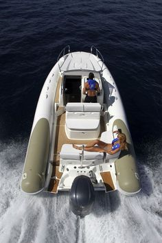 Semi-rigid  inflatable boat / twin engine / with cabin / sundeck N-ZO 700 ZODIAC. Its wide 5-seater cabin can sleep 2 and has a toilet cubicle. The ease of movement aboard is testimony to the ergonomic design of the deck. The bow sundeck is perfectly proportioned. At the stern, the removable table and ample seating provide a comfortable and friendly area that can be converted into a sun deck. A kitchenette with sink, fridge and (optional) stove allows completely self-sufficient cruising.