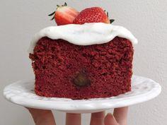 Healthy Red Velvet Cake is een gezonde snack. Wat extra groenten verwerken in een tussendoortje is eigenlijk een 'piece of cake' en lekker.