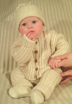 Se og udskrivgratis opskrift her.  Opskriften er strikket i BabySilk fra Du Store Alpakka.
